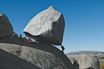 Granitic Rock, Curiosity of the World. Tour du monde des curiosités granitiques. (3/3)
