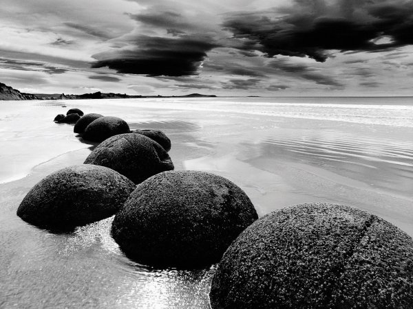 Boulders of the world, Moeraki, New-Zealand. (2/6)