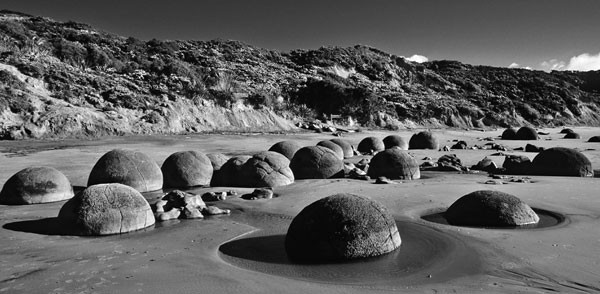 Boulders of the world, Moeraki, New-Zealand. (5/6)