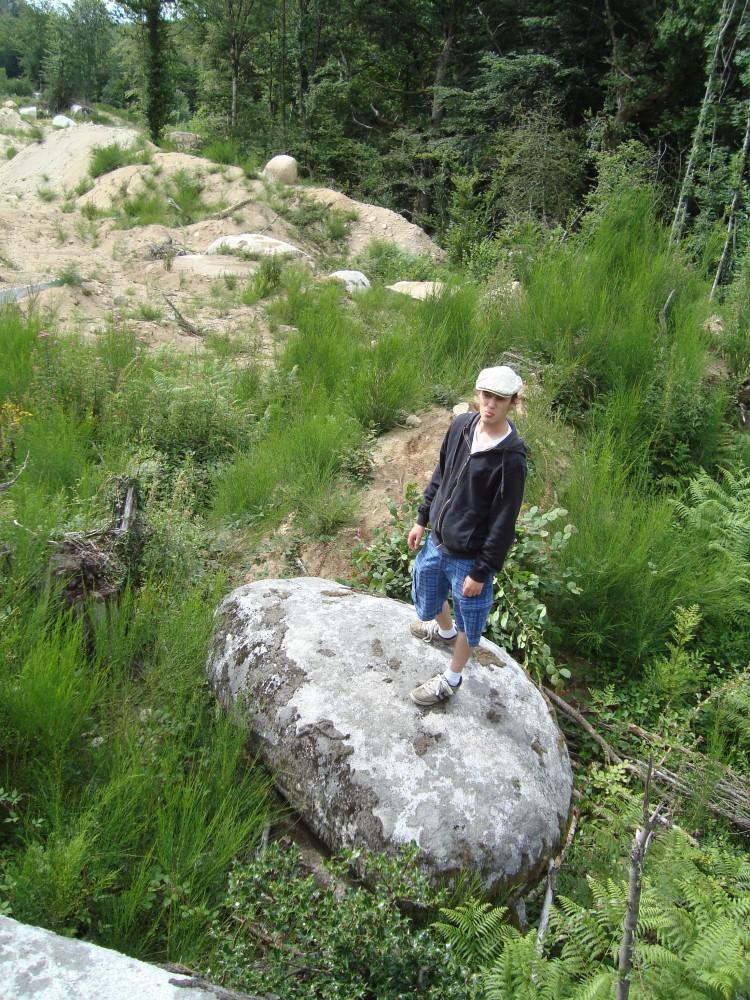 Le tombeau des Jumeaux de Peyrous, de La Poire et de ses petits rocs posés... (5/6)