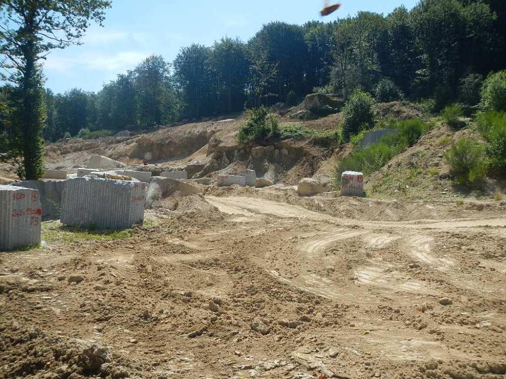 Le tombeau des Jumeaux de Peyrous, de La Poire et de ses petits rocs posés... (2/6)